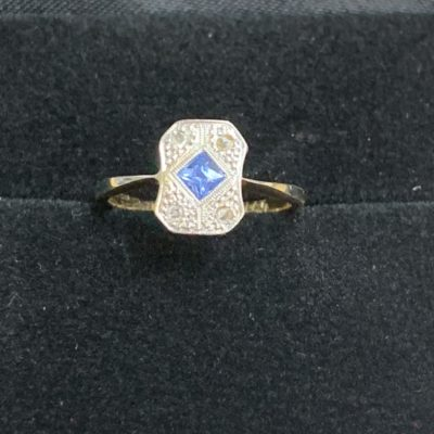 Art Deco Ceylon Sapphire and Diamond set in Platinum and 18 Carat Yellow Gold Band Ring