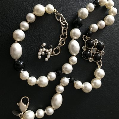 Chanel Pearl Necklace / Choker