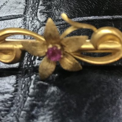 Art Nouveau Ruby and 15ct Yellow Gold Bar Brooch